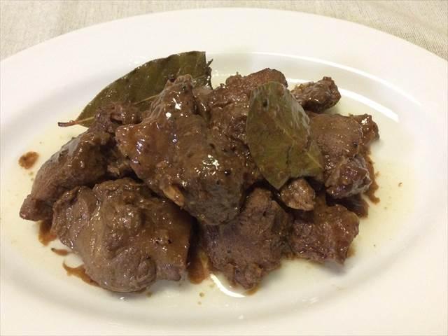 【豚肉のアドボ】バルサミコ酢を使ったレシピです。でも…あれ? ○○○が入ってない!?